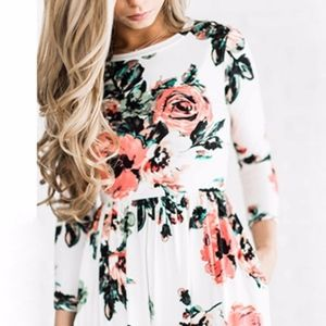 Dresses & Skirts - Floral maxi dress - worn once ❤️
